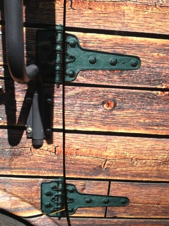 Amazing hinge detail -- Looks real, eh?!?