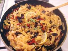 Fresh pasta puttanesca
